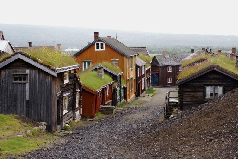 Sleggvegen in Røros in de moderne tijd. (foto Randi Hausken, cc by-sa 2.0)