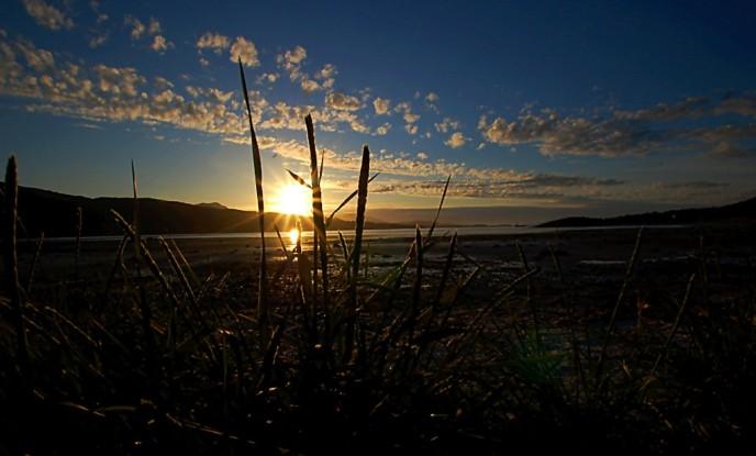 Middernachtzon in Kvitnes, in het noorden van Noorwegen. (Foto Johnny Myreng Henriksen, CC BY 2.0)